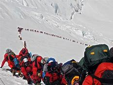 Queue to climb Everest